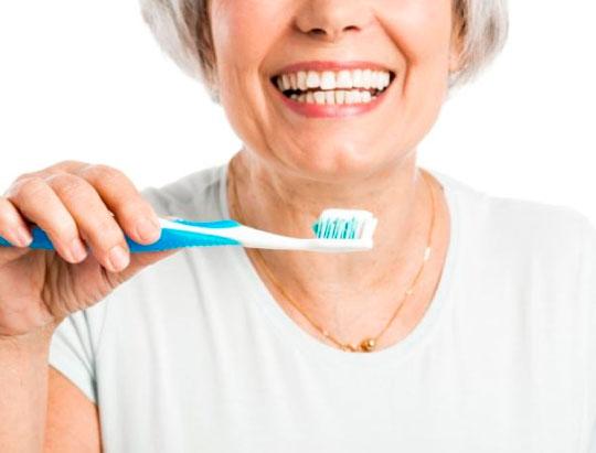 Salud dental a partir de los 60 años