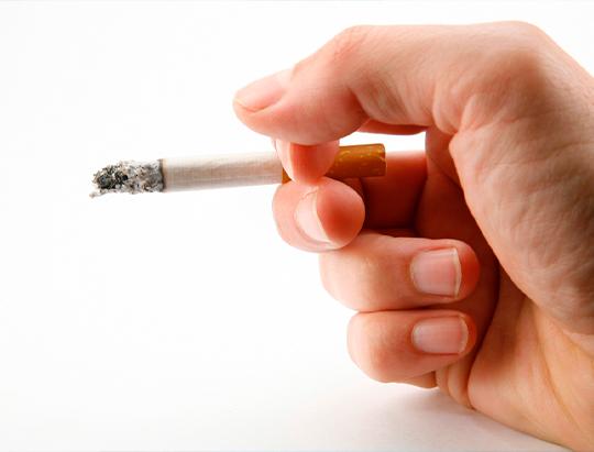Qué efectos tiene el tabaco sobre los implantes dentales