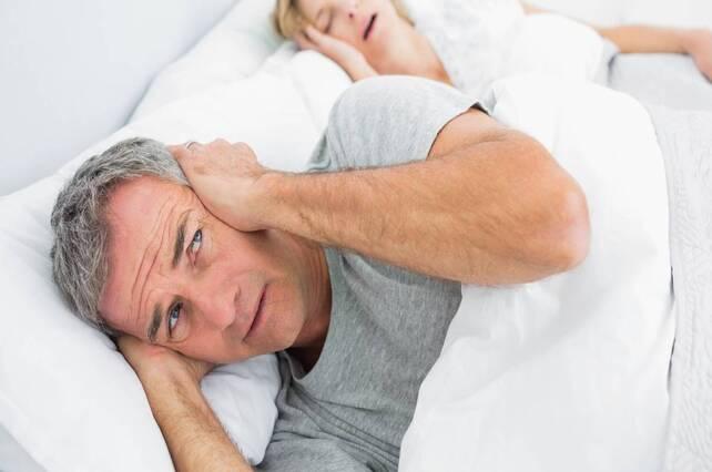 Los 5 trucos caseros para dejar de roncar