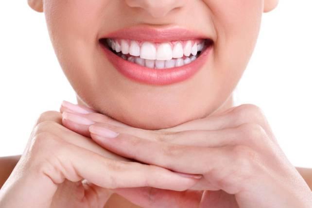 Alimentos que te ayudarán a mantener tu blanqueamiento dental